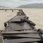 台風19号・・・桟橋がボコボコに・・・。